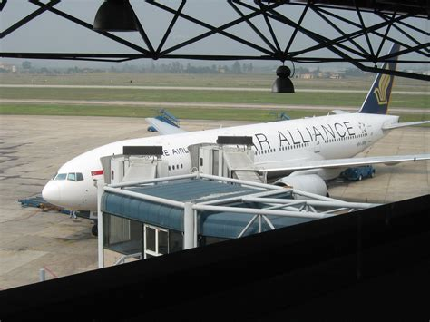 File Holder Singapore Airlines file singapore airlines noibai jpg wikimedia commons