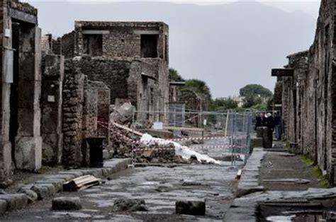 regio i insula xi domus del tempio rotondo i xi 2 3 pompei crolla muro nei pressi casa del citarista