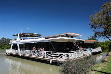 house boat holidays make your next holiday a houseboat holiday on the murray river