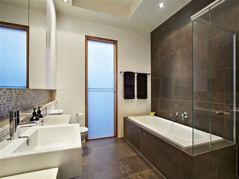 Modern Bathroom Layout Modern Bathroom Design With Recessed Bath Using Marble