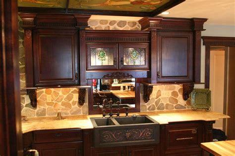 cocina  muebles de madera de tonos oscuros imagenes  fotos