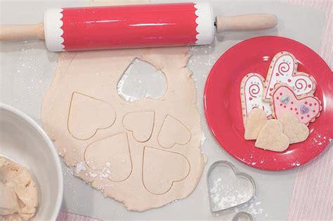 receta de galletas para decorar con glasa o fondant c 243 mo hacer galletas decoradas con glasa real pequerecetas