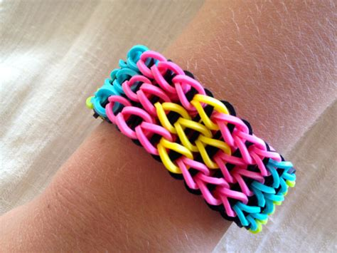 rainbow loom bracelet made from rubber bands patterned