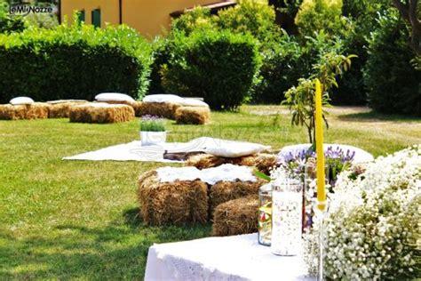 allestimento matrimonio in giardino allestimento matrimonio in giardino con balle di fieno
