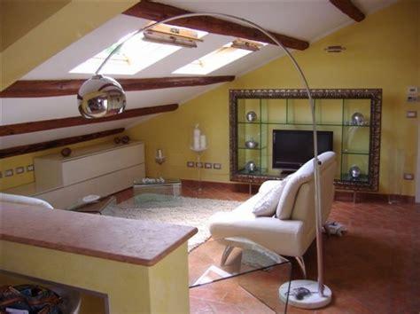 idee per arredare mansarda soggiorno in mansarda