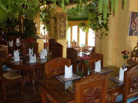 thai boat house thai boathouse in stratford upon avon warwickshire thai restaurant on the banks of