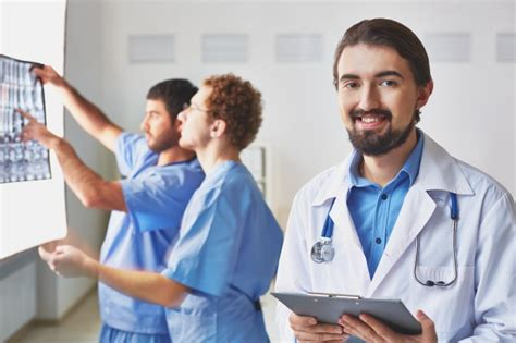 imagenes motivacionales de medicos m 233 dicos trabajando duro descargar fotos gratis