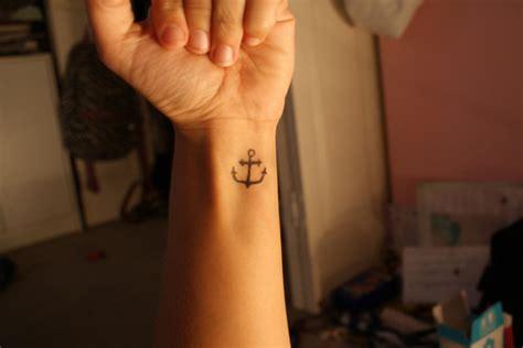small anchor wrist tattoo small tattoos anchor www pixshark images
