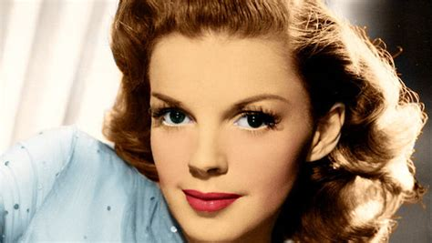 renee zellweger judy garland singing ren 233 e zellweger set to star in a judy garland biopic
