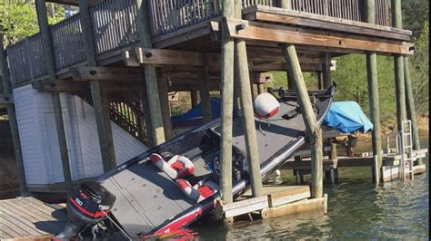 boat crash bass lake bass boat crashes into dock on lake tuscaloosa aldeer