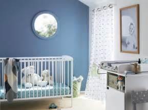 chambre bebe mur bleu baby deco murs bleus