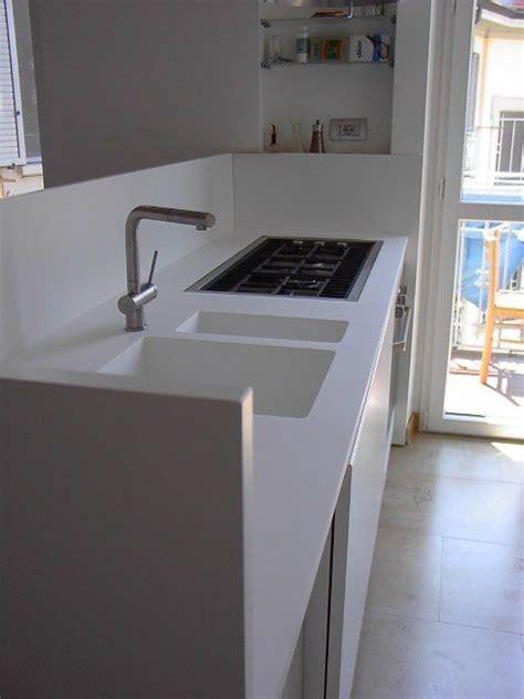 lavello corian cucina binova con piano lavoro e lavelli corian