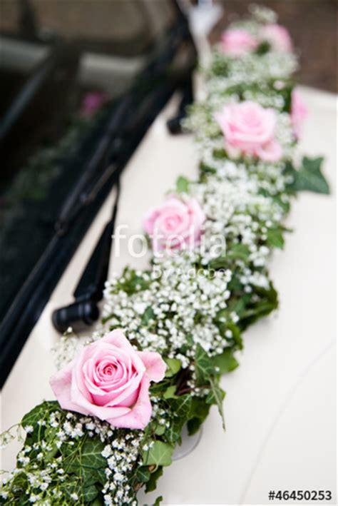 Hochzeitsauto Blumendeko by Quot Brautauto Blumenschmuck Quot Stockfotos Und Lizenzfreie