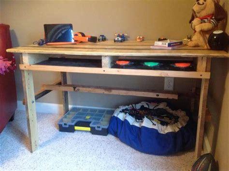 Diy Kid S Pallet Desk Pallet Furniture Diy Diy Toddler Desk