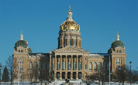 iowa state capitol file des moines 20090110 state capitol jpg