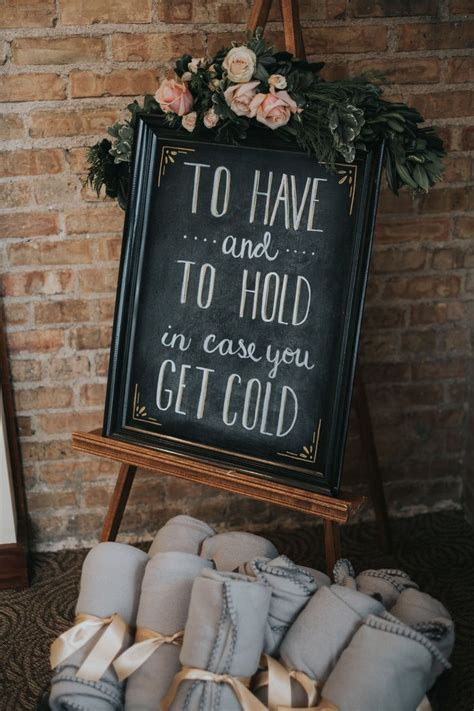 creative winter wedding ideas    christmas