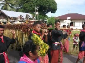 Kebuntuan Demokrasi Lokal Di Indonesia kearifan lokal salamduajari