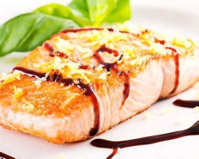 cuisiner pavé de saumon recette pav 233 s de saumon au vinaigre balsamique