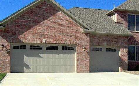 Wayne Dalton Garage Door Colors Wayne Dalton Garage Door Model 9600 Friendly And Neutral Color Shown In Desert Wayne