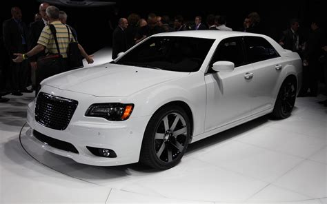 chrysler 300c srt 2012 chrysler 300 srt8 first look motor trend
