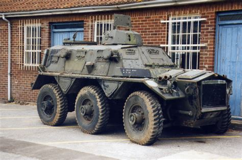 personal armored vehicles alvis saracen alvis saracen apc 80 ba 57 military