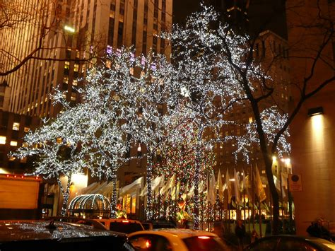 christmas tree in rockefeller center new york city 3
