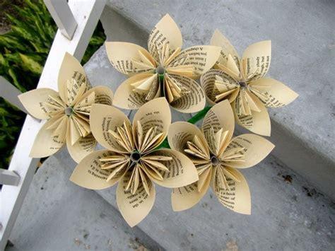 fiori fatti di carta lavoretti festa della mamma con la carta da giornale
