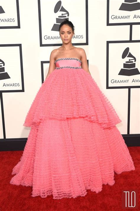 2015 grammy awards red carpet upi com grammys 2015 rihanna in giambattista valli couture tom