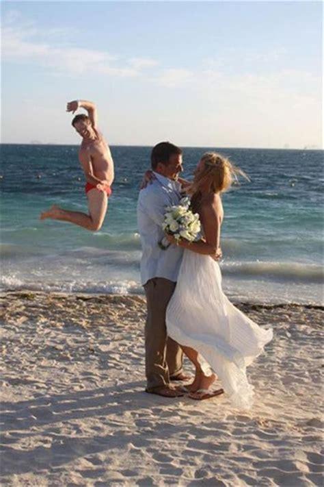 best photobomb pictures the best of wedding photobombs 16 pics