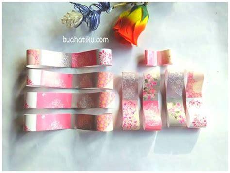 tutorial membungkus kado yang indah cara mudah mempercantik hadiah dengan kreasi bunga sendiri