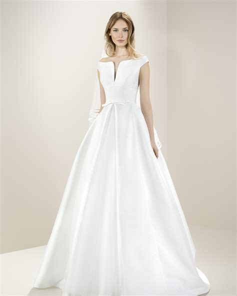 White Room Wedding Dresses by 8010 Wedding Dress By Jesus Peirothe White Room