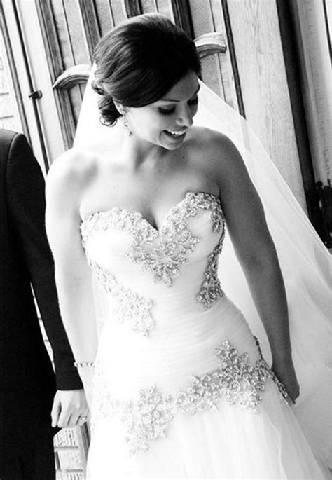 Discount Vintage Lace Wedding Dresses 2016 Elegant V Neck A Line Bakless Chapel Train Wedding