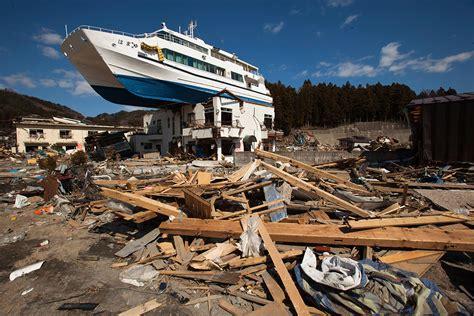 boat on building japan tsunami japan 2011 earthquake and tsunami 30 powerful images