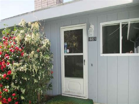 Burien Rambler With Room To Grow Knowles Team Real Estate Front Door Real Estate