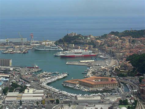 capitaneria di porto di ancona mancato rispetto degli standard di sicurezza fermato