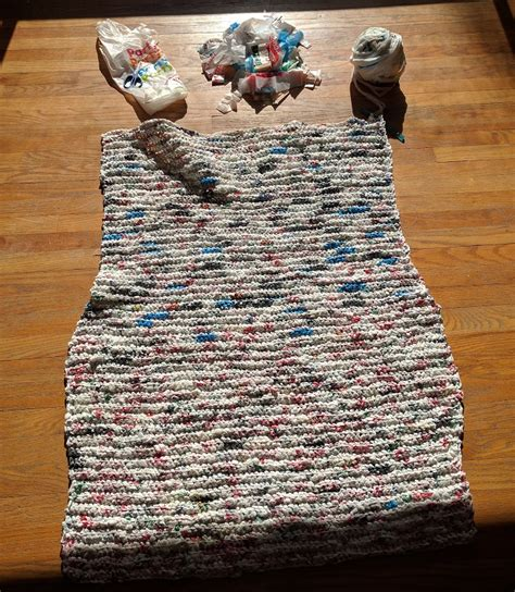 Plarn Sleeping Mats by Grocery Bag Mats For Homeless Style Guru Fashion Glitz