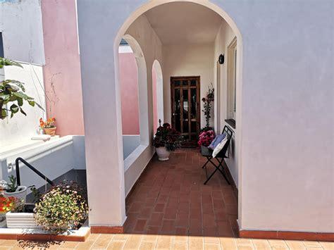 in affitto a ponza affitto per camere in ponza la maison fiorita camere