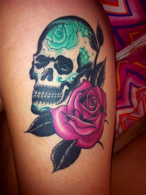 skull and rose tattoo on thigh best 25 skull thigh tattoos ideas on