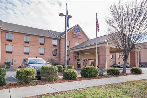 comfort suites louisville ky comfort suites airport in louisville ky 502 964 0