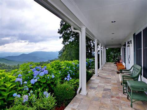 modern farmhouse   acres north carolina luxury homes