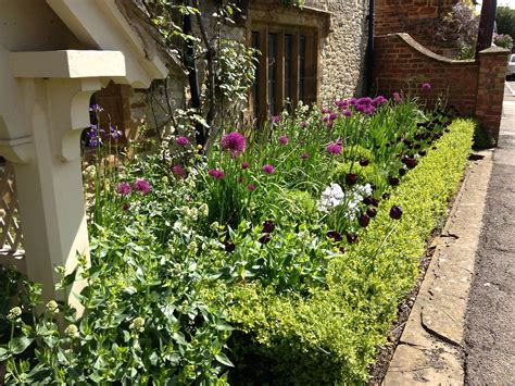 Ideas For A Small Front Garden Small Front Garden Ideas Garden Idea Easy Simple Landscaping Ideas