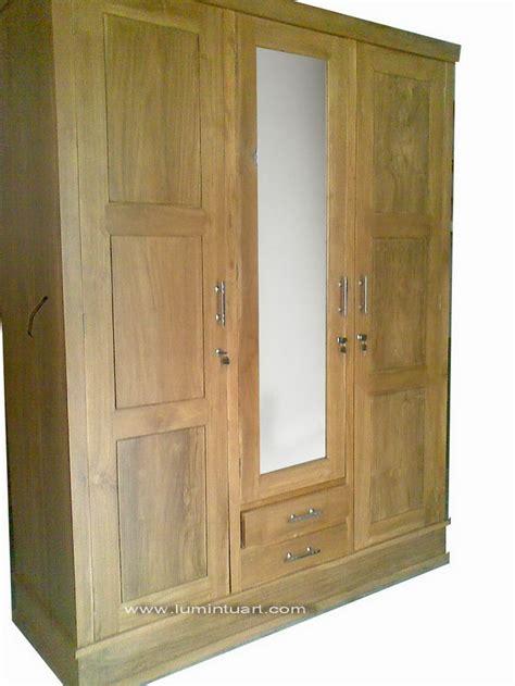 Almari Pakaian Pintu 3 Dengan Finishing Gloss almari pakaian jati jepara minimalis pintu 3 kaca es