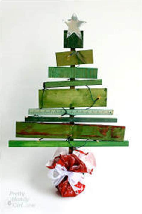 wood planks christmas tree allfreechristmascrafts com