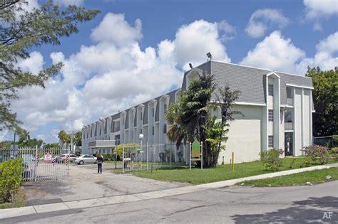 Apartment For Rent In Miami Fl 33157 Palmetto Golf Club Apartments Miami Fl Apartment Finder