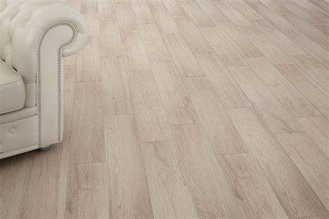 piastrelle gres porcellanato effetto legno gres porcellanato effetto legno sostenibile cenere 15x90