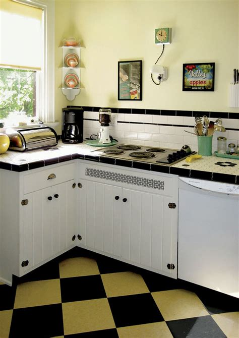 Vintage Kitchen Makeovers A Retro Kitchen Makeover On A Budget House