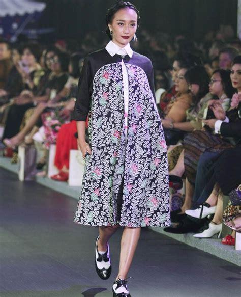 inspirasi desain baju batik the spotlight 50 inspirasi batik modern