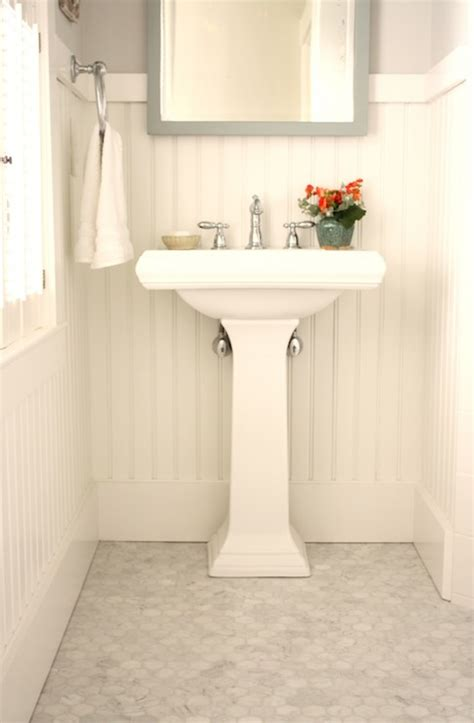 pictures of bathrooms with beadboard beadboard bathroom cottage bathroom benjamin