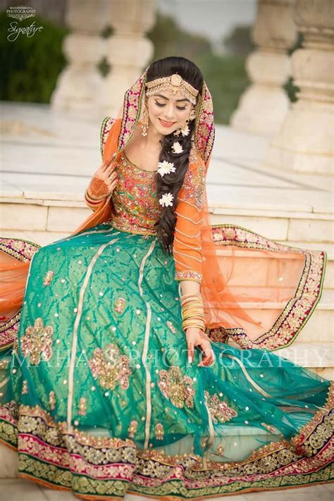 Best 25  Pakistani mehndi dress ideas on Pinterest   robe