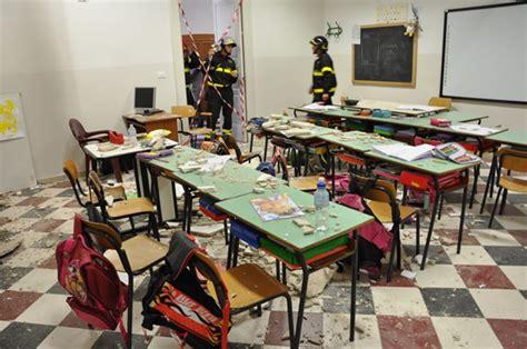 comune di ostuni ufficio tecnico crollo solaio in aula affidamento perizia cinque persone